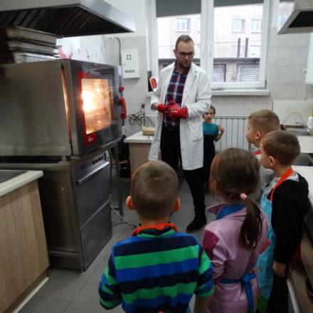 Przedszkolaki szkołę PTZ poznają od kuchni ;-)