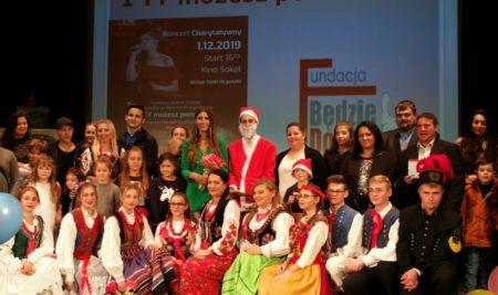 Wolontariusze na koncercie charytatywnym w Starym Sączu